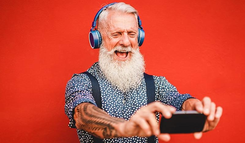 El consumidor senior, muy conectado y económicamente activo